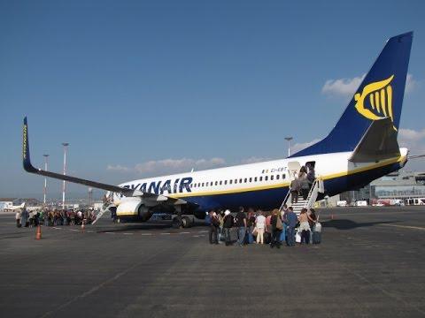 Ryanair Flight to Pisa Italy and Walk to Hostel