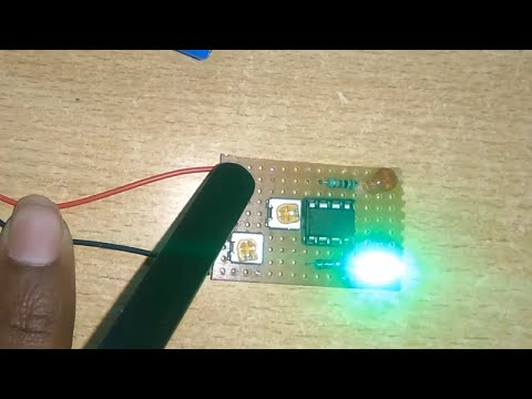 Day and night indicator circuit