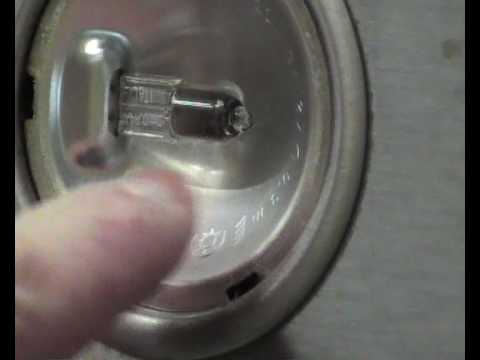 How to replace a cooker hood halogen bulb or lamp