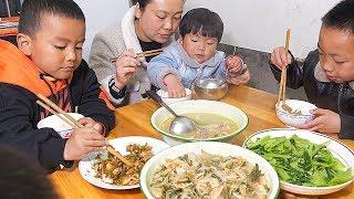 白菜太多,農村婆媳拿來曬成白菜幹,炒上一盆,家人都喜歡 | Dried cabbage, Fried a basin, the whole family like to eat