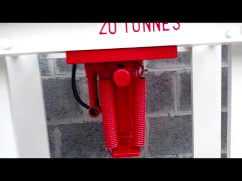 Presse Hydraulique Maison  Tonnes Pour  Euro Fers De Rcup Du