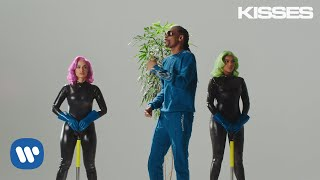 Anitta with Ludmilla and Snoop Dogg feat. Papatinho - Onda Diferente (Official Music Video)