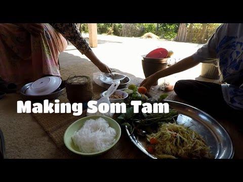 Making Som Tam