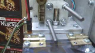 Pinchless extruder