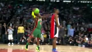 Nate Robinson hace un mate saltando a Howard