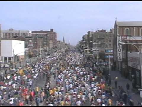 1982 NYC Marathon - Fourth Avenue in Brooklyn - zoom in & out from BQE
