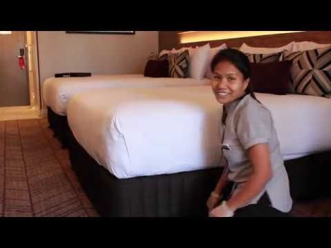How to Make Hotel Corners on Your Bed