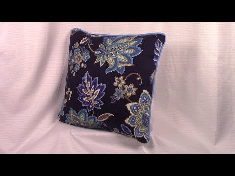 Pillow With Piping