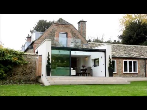 The Garden Room House | Slim frame sliding glass doors by IQ Glass
