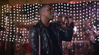 Leslie Odom Jr. - Please Come Home For Christmas (Official Live Video)