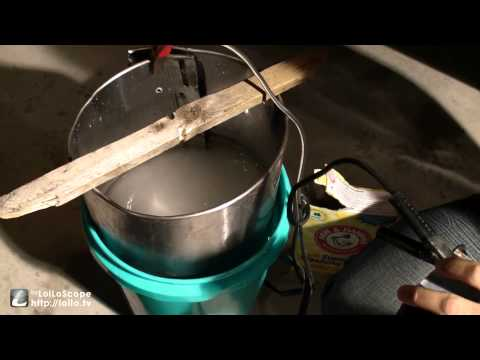 Remove rust and paint from metal auto parts with electricity (electrolysis)