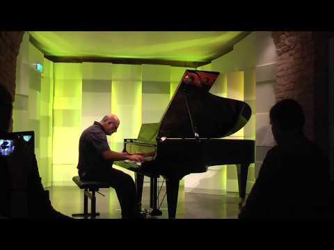 2013 Tony Cicoria is performing his