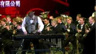 De Koninklijke Harmoniekapel Delft o.l.v. Steven Walker speelt Circus Renz in ChengDe, China. Solist: Roely Ruissen.
