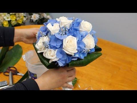 How to Make a Bridal Bouquet With Blue Hydrangeas, Roses and Muscari