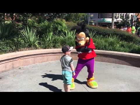 Walt Disney World October 2015 Trip:Quinn meets Max Goof!
