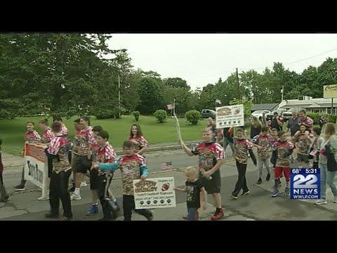 Parade honoring veterans held in South Hadley