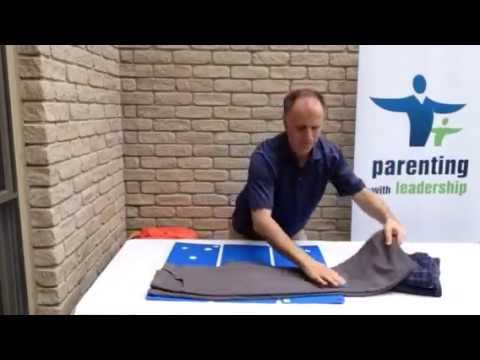 How to fold pants and shorts with the flip fold