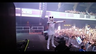 Marshmello and the Mellogang do the biggest mannequin challenge at the Shrine