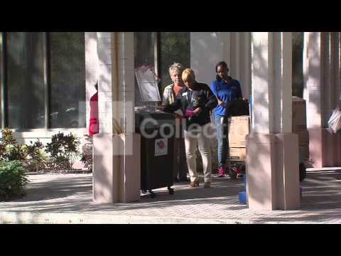 FL: VOTE - BALLOT DROP OFF IN ST PETERSBURG