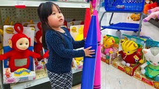 Christmas toys 2017 - Kids Fun Hunting Adventure For The Best Toys at Toy R Us