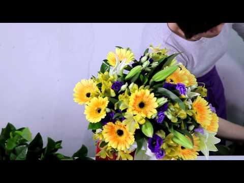 How to arrange a Gerberas, Lilies & Eustoma Bouquet
