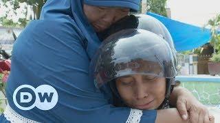 Indonesia couple seek son missing since tsunami | DW English
