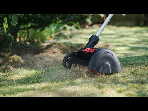 Skil 0701: Compact electric lawn raker for effective removal of moss
