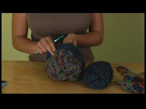 How to Crochet a Hat : Single & Double Crochet Stitches