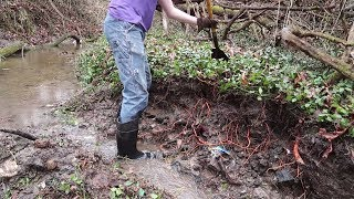 Metal Detecting & Bottle Hunting 04: Using Water to Your Advantage, Digging in a Creek