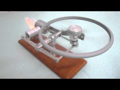 Horizontal big flywheel hot air stirling engine + Stirlingmotor Heissluftmotor Un moteur Stirling