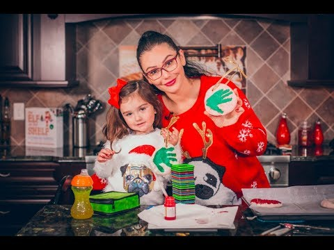 JWOWW and Meilani Making Ornaments
