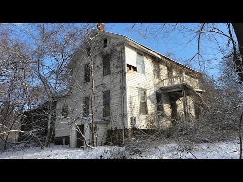 Incredible ABANDONED ESTATE Found lots of ANTIQUES & Everything LEFT BEHIND