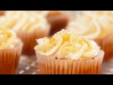 How to Make Banana Cupcakes with Lemon Frosting