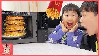 엄청 큰 거대 햄버거 케익 감자튀김 전자레인지 속에서 나왔어요! 욕심부리면 안되는 이유? ♡ 맥도날드 어린이 먹방 놀이 kids play | 말이야와아이들 MariAndKids