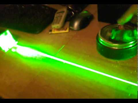 2000 mW laser classe 4 burning paper.mp4