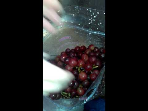QUICK TIP FOR WASHING GRAPES