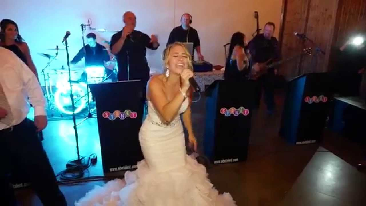 The bride sings Don't Stop Believing at her own wedding// Dave Thomas, ASC- All Set Creations