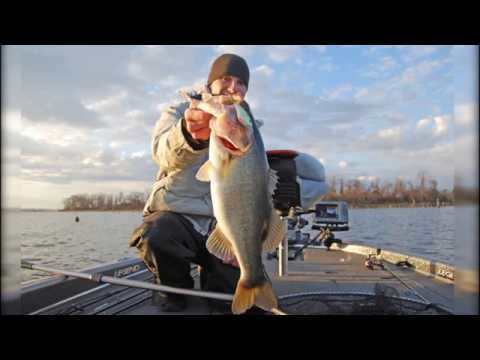 Pre-Spawn Bass Fishing Tips - How to Fish a Shallow Crankbait for Largemouth Bass