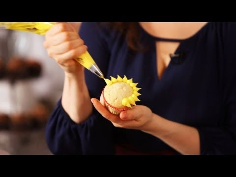 How to Make Easy Piped Flowers | Cake Decorating