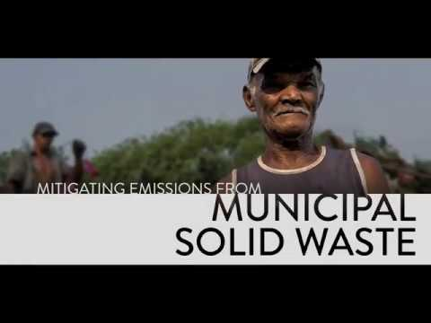 Mitigating pollutant emissions from municipal solid waste
