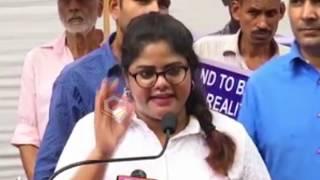 Journalist Swetha Reddy & Gayatri Gupta Protest In Delhi | Telugu Bigg Boss 3 Controversy | PQ