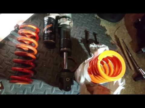 Installing a Race Tech Spring on my KTM Shock to match my weight