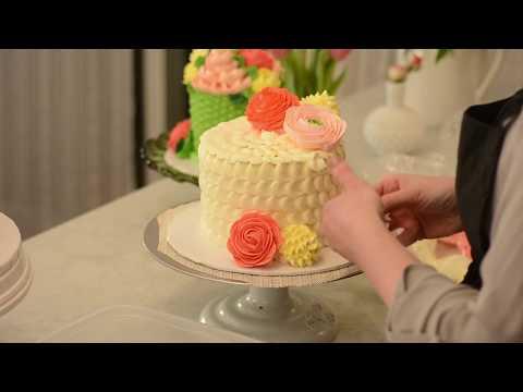White Flower Buttercream Garden Cakes Trailer