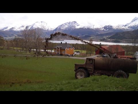 Home made manure spreader - Old truck