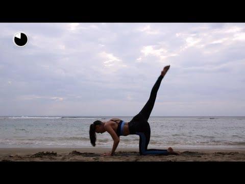 TEN MINUTE BEACH BUTT WORKOUT | Alexis Ren