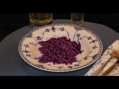 How to make Danish Red Cabbage Rødkaal. Homemade side dish recipe for dinners, leftovers, Christmas