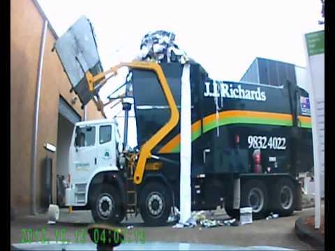 Garbage truck fail!