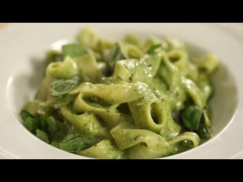 Fettuccine in Cheesy Pesto Sauce | Sanjeev Kapoor Khazana