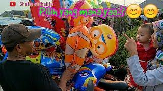 Balita lucu beli balon karakter   Balon lucu   Balon warna warni