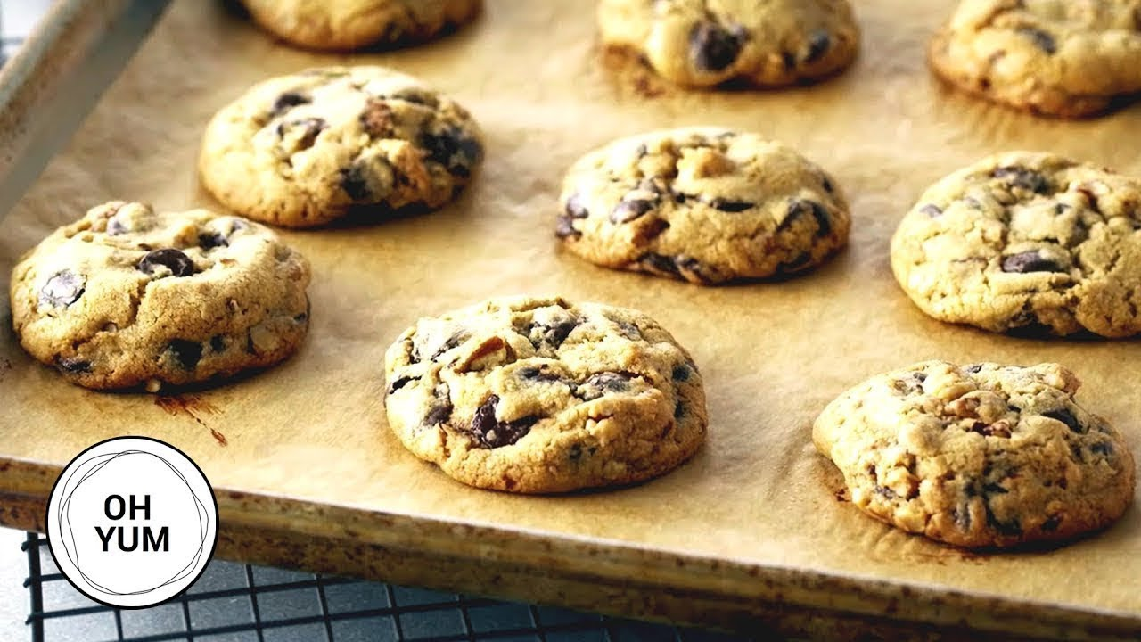Professional Baker Teaches You How To Make CHOCOLATE CHIP COOKIES!